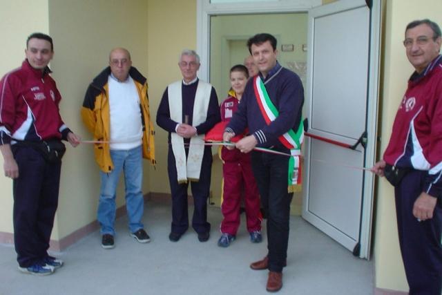 Inaugurazione dei nuovi spogliatori a Gallo (Sindaco Garuti, Parroco Don Andrea e Presidente Loreno Ravolini)