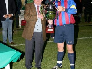 Franco Govoni premia il capitano del Reno Centese (2006)