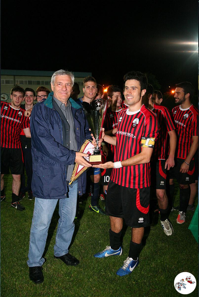 Il Presidente F.I.G.C - CRER Paolo Braiti premia con il Trofeo Govoni la Portuense, 1° classificata del 2013