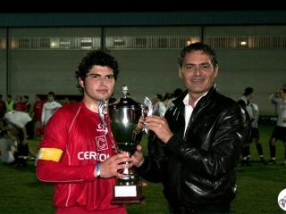 Il Sindaco del Comune di Poggio Renatico, Avv. Paolo Pavani, premia la 2° classificata, Reno Centese 2008
