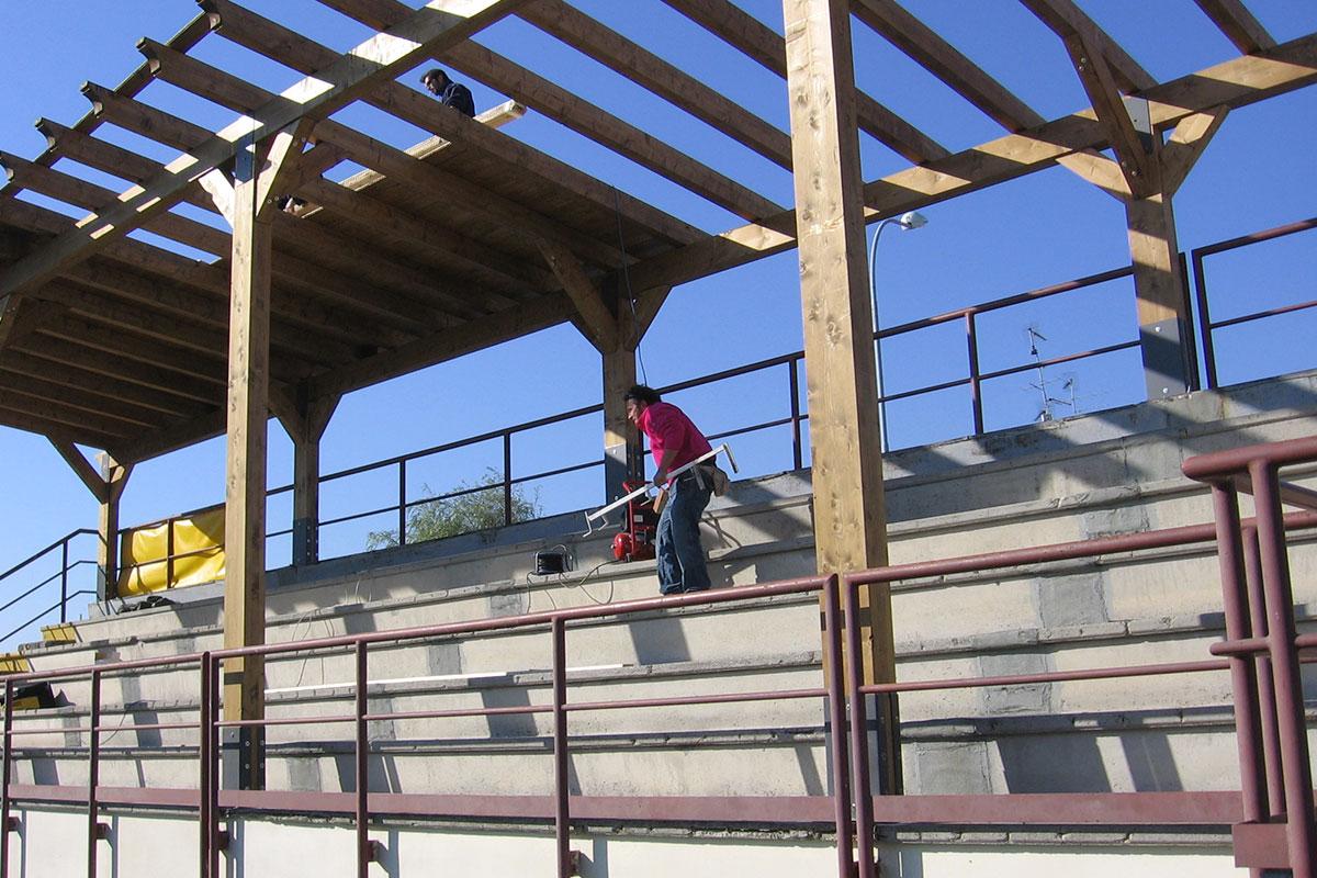 Lavori per la copertura della tribuna - Agosto 2006