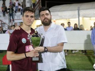 Il capitano dell'Argentana, seconda classificata, con il vice sindaco Andrea Bergami