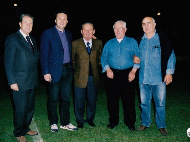 Il gruppo di amici di Franco Govoni con il sindaco Daniele Garuti